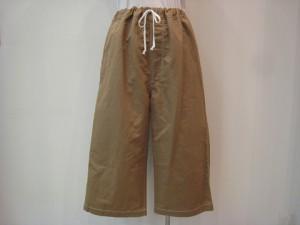 tricot : パンツ ¥41800 (ベージュ)