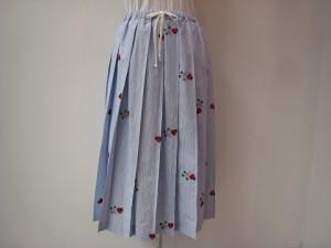 tricot : スカート ¥63800 (サックス/白)