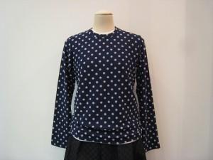 tricot : Tシャツ ¥33000 (紺×白)