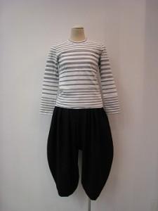 コムコム : Tシャツ ¥22000 (TOPグレー/オフ白)