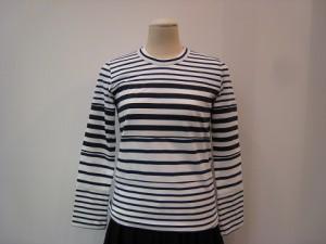 コムコム : Tシャツ ¥22000 (ブルー/オフ白)